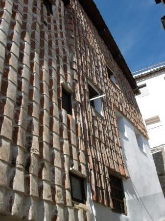 Hervas, إسبانيا: Fachadas cubiertas por tejas.  Hervás (Caceres).
