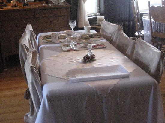 Vespers by the Sea Bed and Breakfast: where you eat breakfast