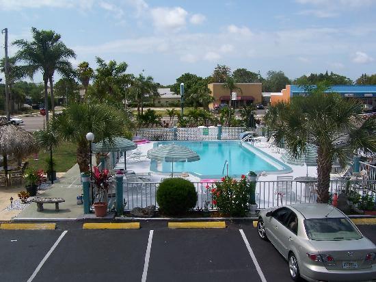 فلوريديان إن: Beautiful pool area.