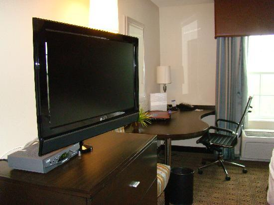 Hampton Inn & Suites Yonkers: Hampton Inn - Our Room