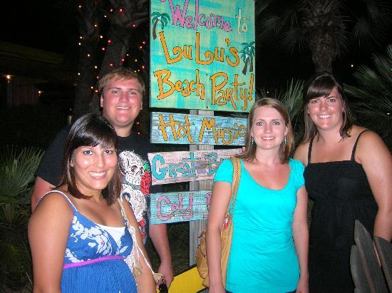 LuLu's Gulf Shores: Fun sign with directions