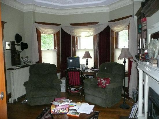 Sleepy Hollow Bed & Breakfast : The Library