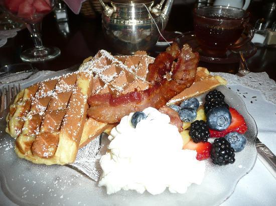 Sleepy Hollow Bed & Breakfast : My Delicious Breakfast of Belgian Waffles