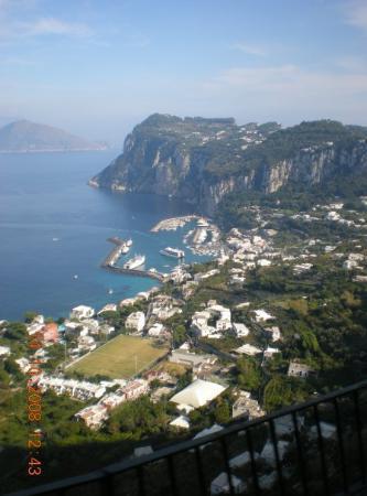 Caprie, อิตาลี: Capri  frente a Napole ... simplemente Hermosa!!!