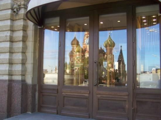 GUM Department Store (Glavny Universalny Magazin): saint basil's reflected in the windows of the G.U.M.