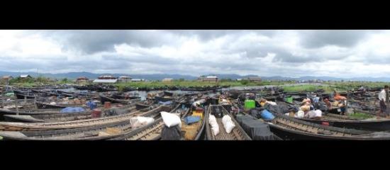ทะเลสาปอินเล, พม่า: mercat Nam Pan (Llac Inle)