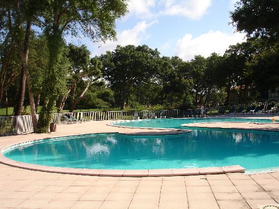 Pierre & Vacances Village Club Moliets : une des quatre piscines