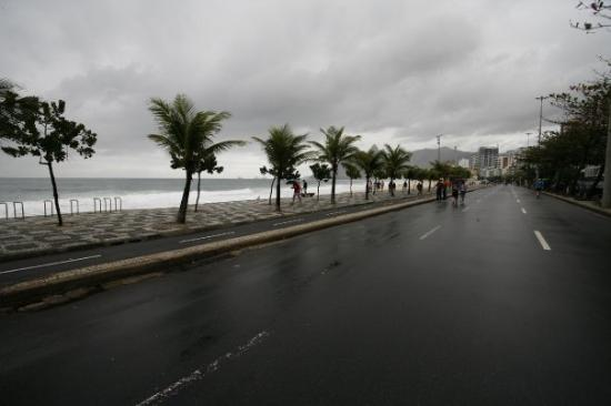 Rio de Janeiro, RJ : Ipanema Beach.  Sunday, August 10.  They close the streets to vehicle traffic on Sundays.