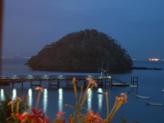 Isla Taboga, Panama: Taboga pier at night.