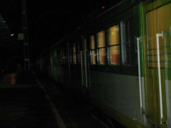 Kobyłka, Polska: my beloved Polish trains at night :)