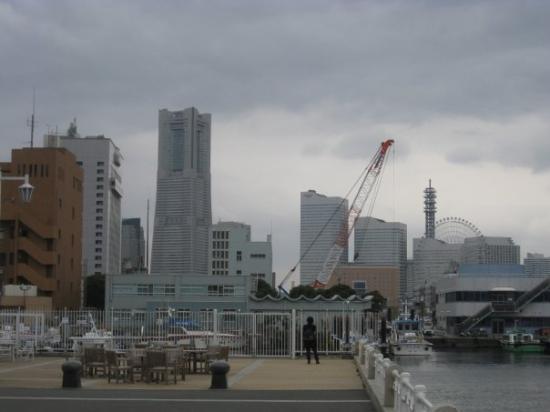โยะโกะฮะมะ, ญี่ปุ่น: La zona de Minato Mirai desde Yamashita Kouen.