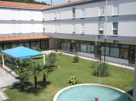 Moscenicka Draga, Kroatia: Cour intérieure de l'hôtel