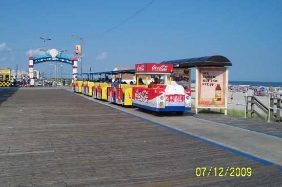 Alante Oceanfront Motel: Watch Out for the Tram