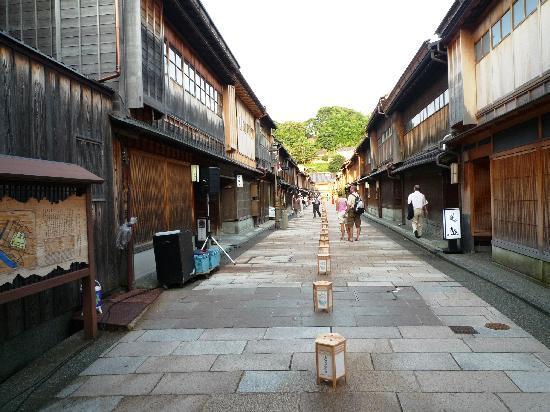 Higashichaya Old Town : 夕刻前のお茶屋街