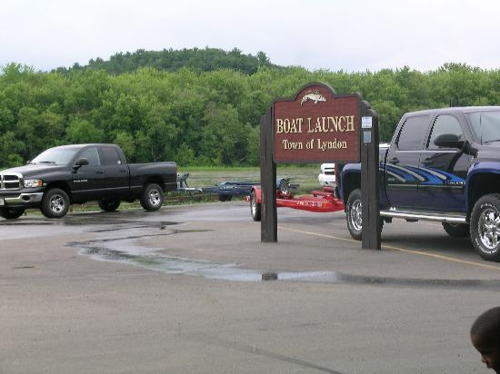 River Bay Campground & Marina : rude people parked on our campsite