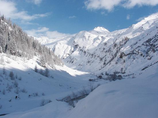 La Jolie Bergere: La Combe de Planaval, l'hiver, depuis la Jolie bergère