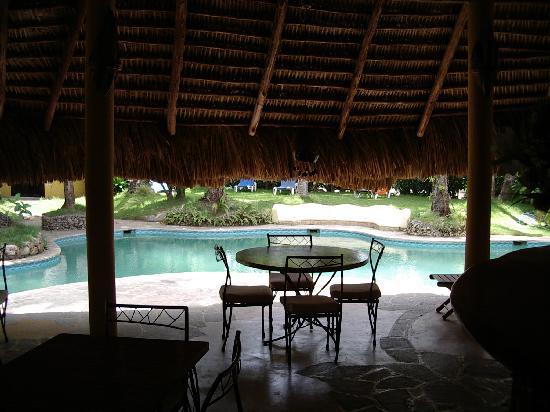 Caribe Surf Hotel: piscine vue du restaurant