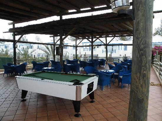 HL Paradise Island: terraza piscina