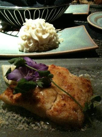 Metropolitan Grill & Vespa Kitchen: Baked Parmesan halibut