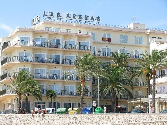 Hotel Las Arenas: Day view from beach.