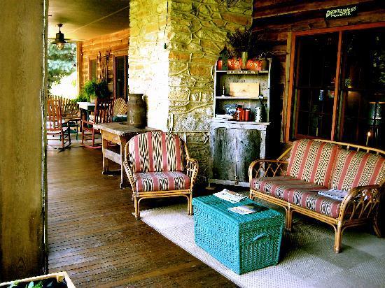 Beechwood Inn: gracious and spacious porch