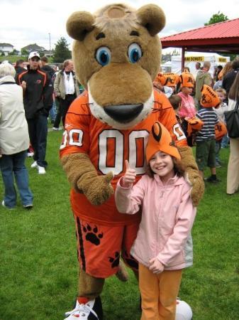 แอบบอตส์ฟอร์ด, แคนาดา: Kaitlynn with Leo the Lion