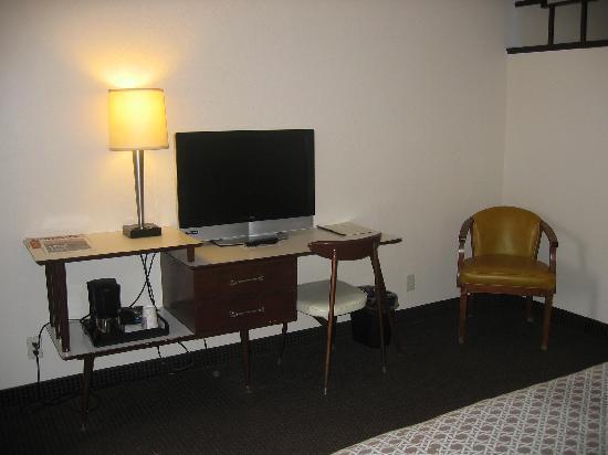 Motel Safari: Desk, Flat Panel TV