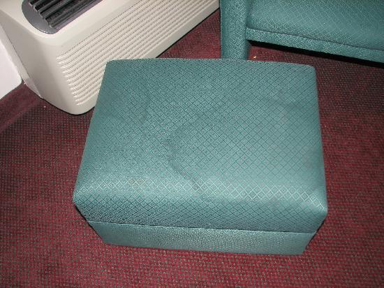 Howard Johnson Bartonsville/Poconos Area: Stained chair