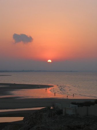 Provinsi Muskat, Oman: Sunset on the beach by the hotel