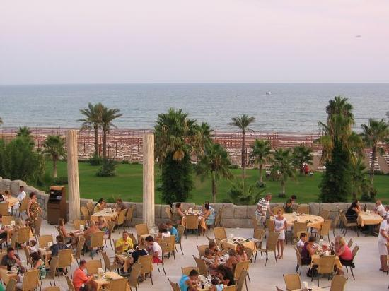 Cesars Resort Side: Dining space in the open air, sea view