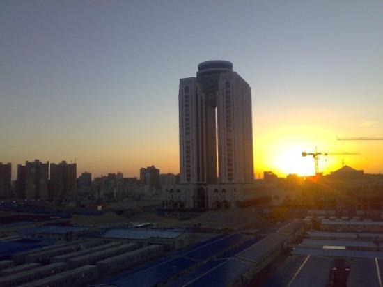 Tripoli, Libya: Blick auf den al Fateh Tower aus meinem Hotelzimmer bei Sonnenaufgang.