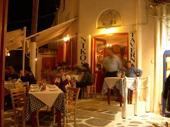 Niko's Taverna: Just one shot of many tables