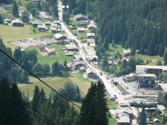 Chilly Powder: the chalet is just opposite the Prodains cable car (viewed from Avoriaz!)