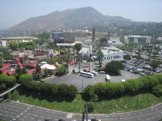 ฮิลตัน ลอสแอนเจลิส/ยูนิเวอร์แซลซิตี้: View of Universal Studios from 21st floor room