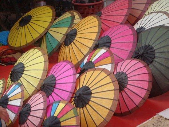 Traditional Arts and Ethnology Centre: Ombrelles sur le marché de nuit