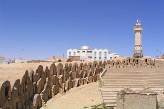 Metameur, Tunisia: Ghorfas de Medenine