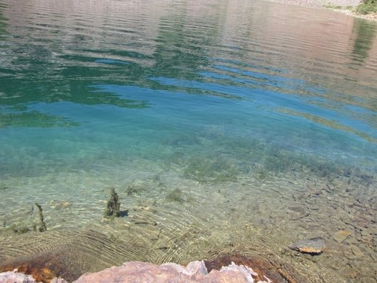 Mammoth Lakes, Καλιφόρνια: I love the crystal clarity of alpine lakes. Look closely and you might see some baby fish.