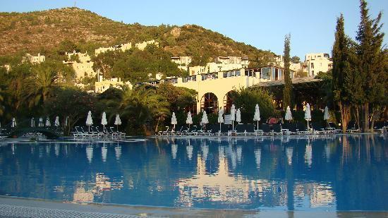 Labranda TMT Bodrum Resort: Vive la piscine .