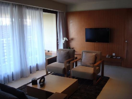 The Haven Seminyak Hotel & Suites: Huge living space with TV!