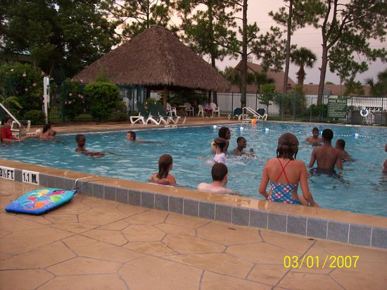 Westgate Inn & Suites: fun poolside