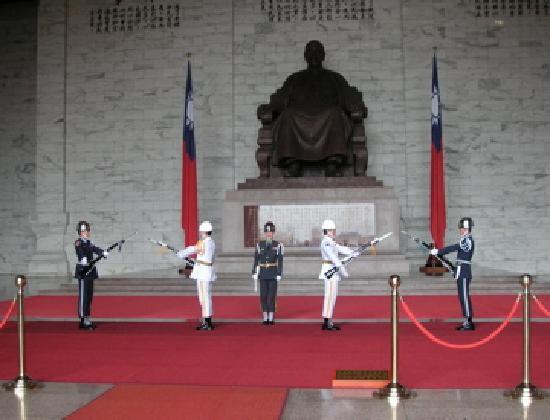 อนุสรณ์สถานเจียงไคเช็ค: 衛兵交代シーン