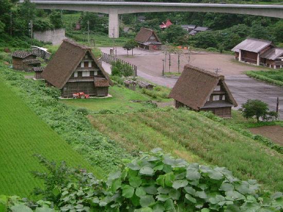 Suganuma Gassho Community: 車から見たところ