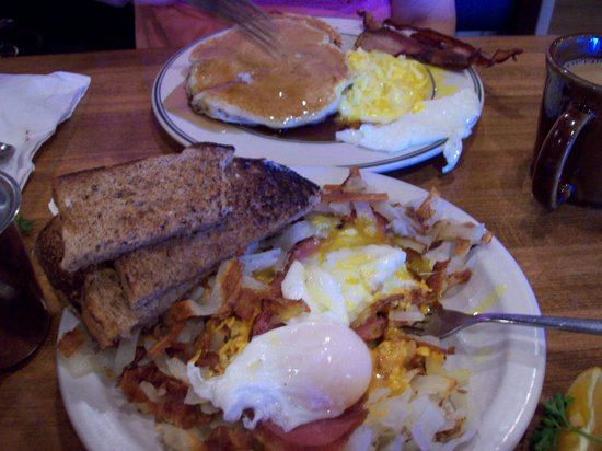 Buffalo Cafe & Nightly Grill: Kansas City Pie and Blueberry Pancakes