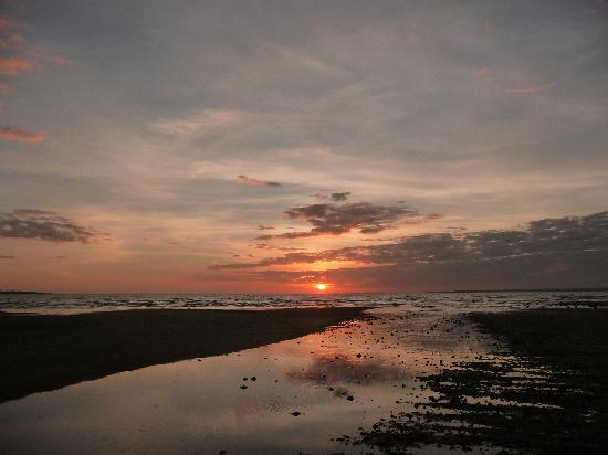 Weipa Caravan Park & Camping Ground: Amazing Sunsets every day
