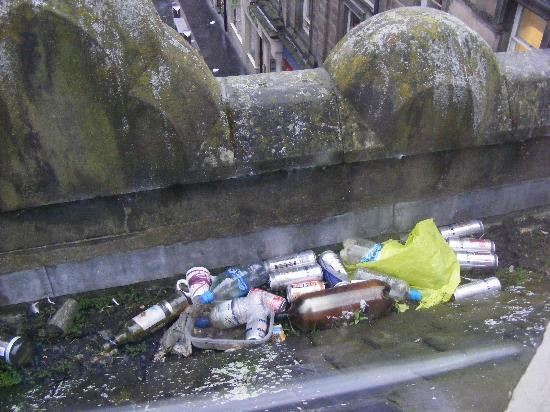 Highlander Hostel: trash from our window. Nice view, innit?