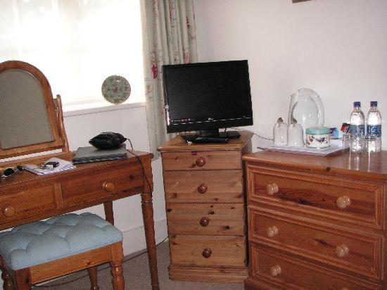 Burpham Country House TV & Dressing Table