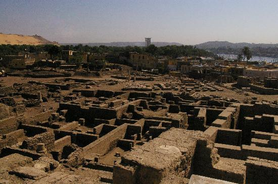 Elephantine Island : General view of the ruins