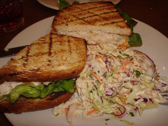 Blue Mermaid Restaurant & Bar : Tuna Melt & Slaw