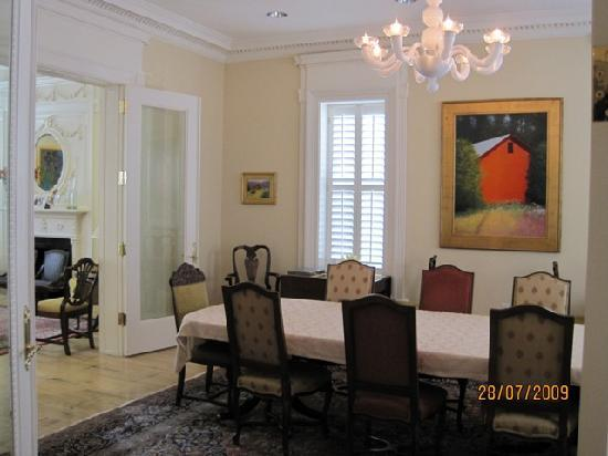 Embassy Circle Guest House: Breakfast table