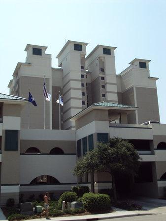 Hampton Inn & Suites Myrtle Beach/Oceanfront : Outside bt Day